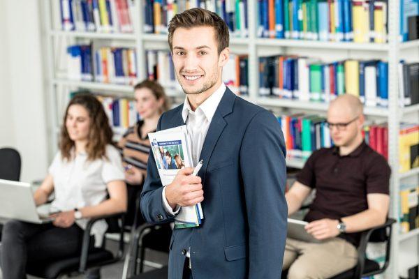 Eignungsprüfung für Beruflich Qualifizierte an der Allensbach Hochschule